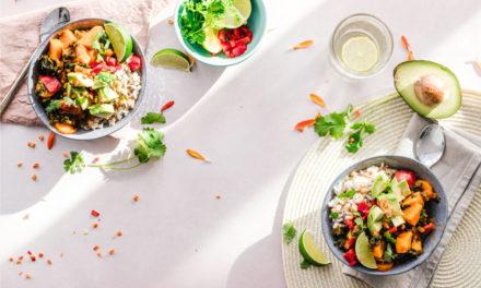 Invitere veninderne over til en lækker middag rundt om spisebordet med din nye bænk